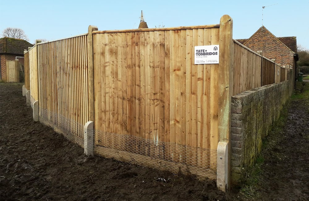 closeboard-fencing-with-capping-1