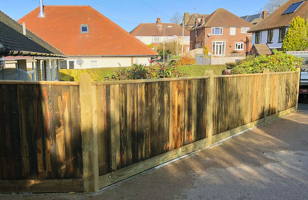 closeboard-fencing-with-capping-2