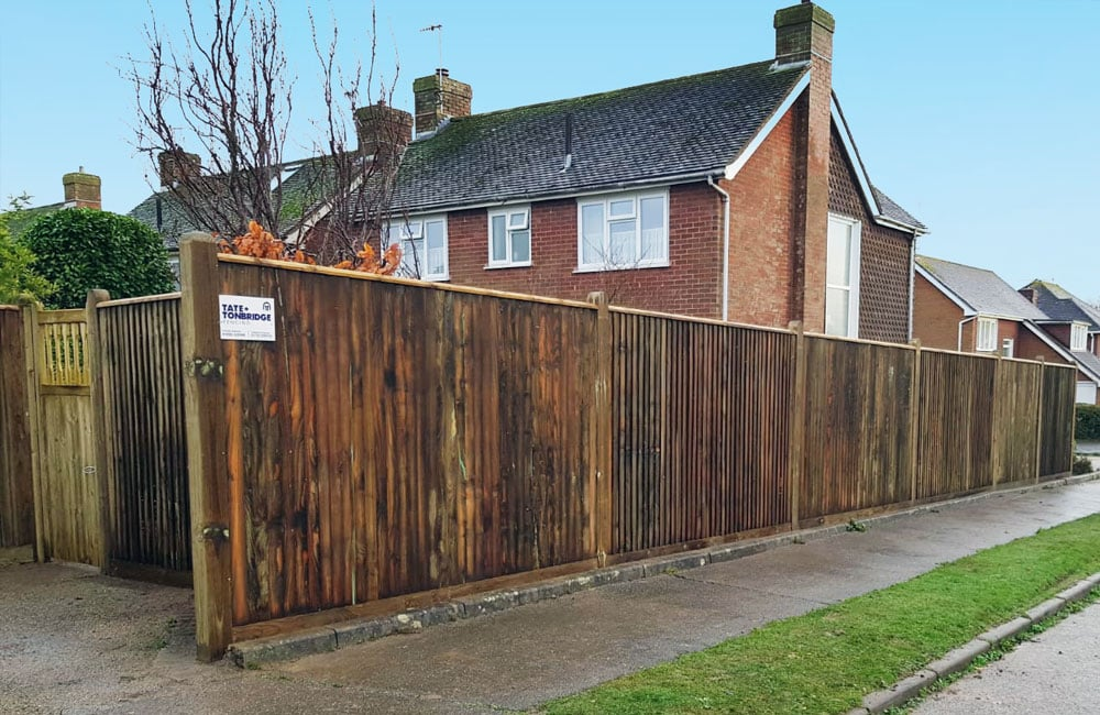 closeboard-fencing-with-capping-3