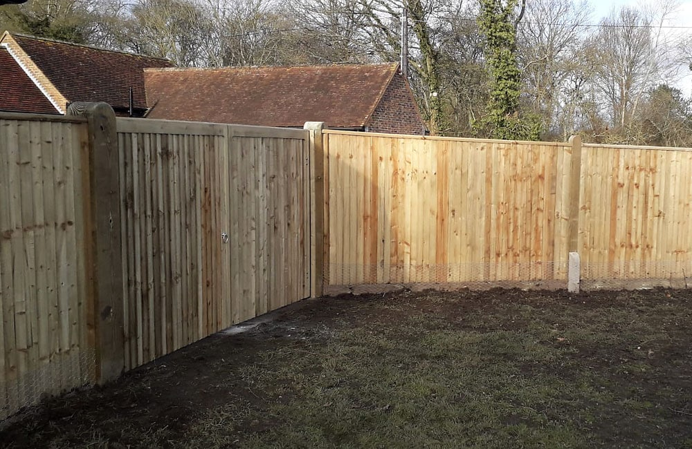 closeboard-fencing-with-capping-4