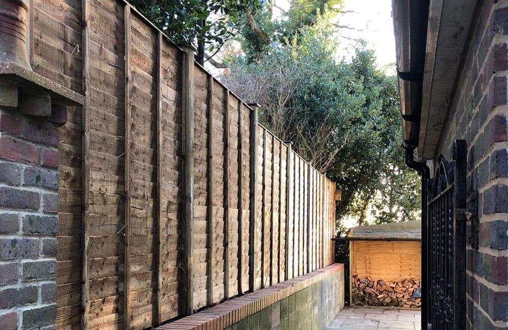 waney-edge-panels-fencing-2