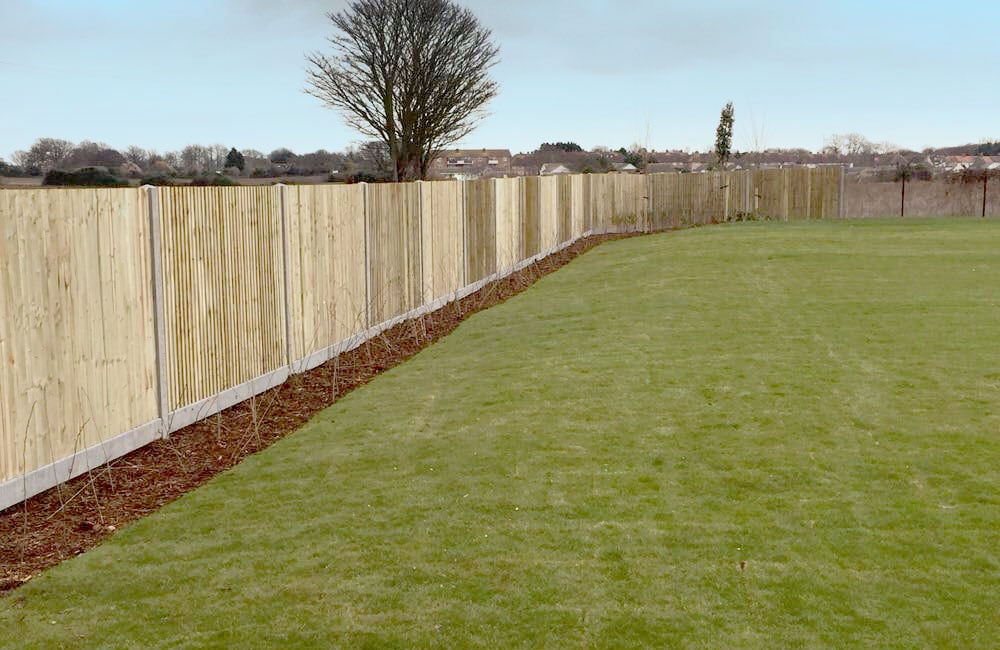 closeboard-fencing-on-concrete-posts-and-gravel-1