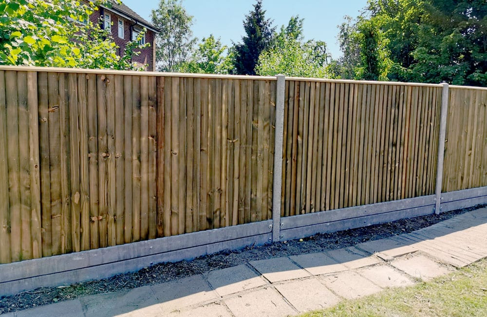 closeboard-fencing-on-concrete-posts-and-gravel-3