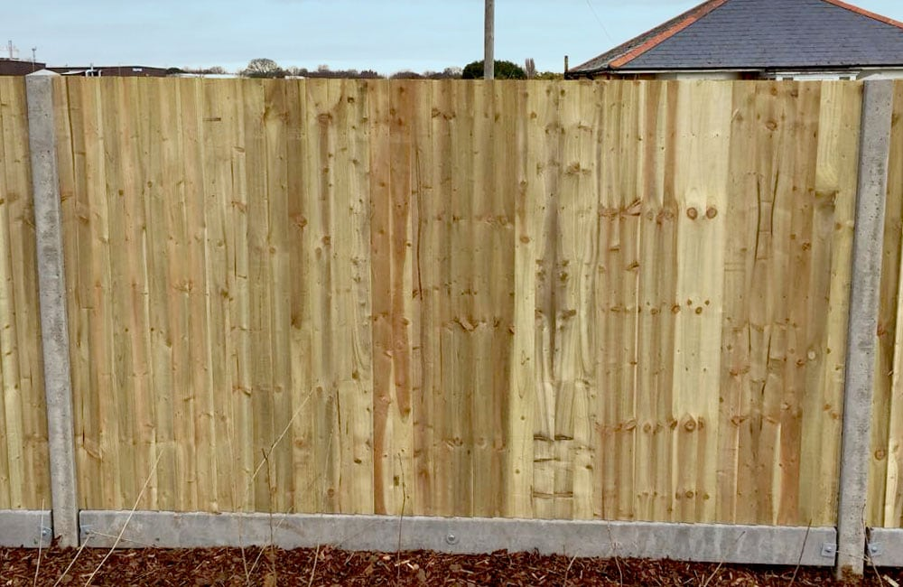 closeboard-fencing-on-concrete-posts-and-gravel-4