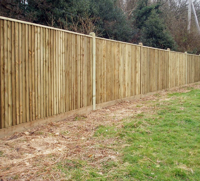 closeboard-fencing-with-capping-kent