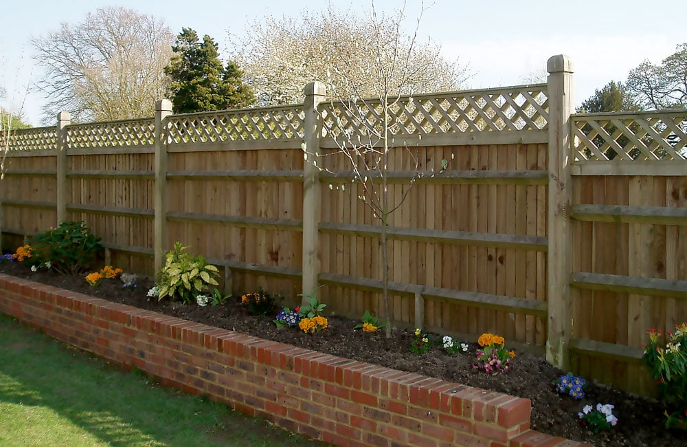 closeboard-fencing-with-trellis-1