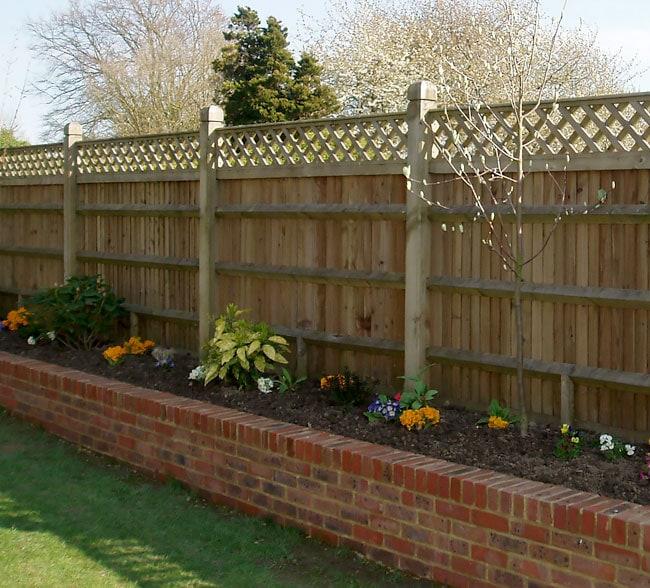 closeboard-fencing-with-trellis-kent