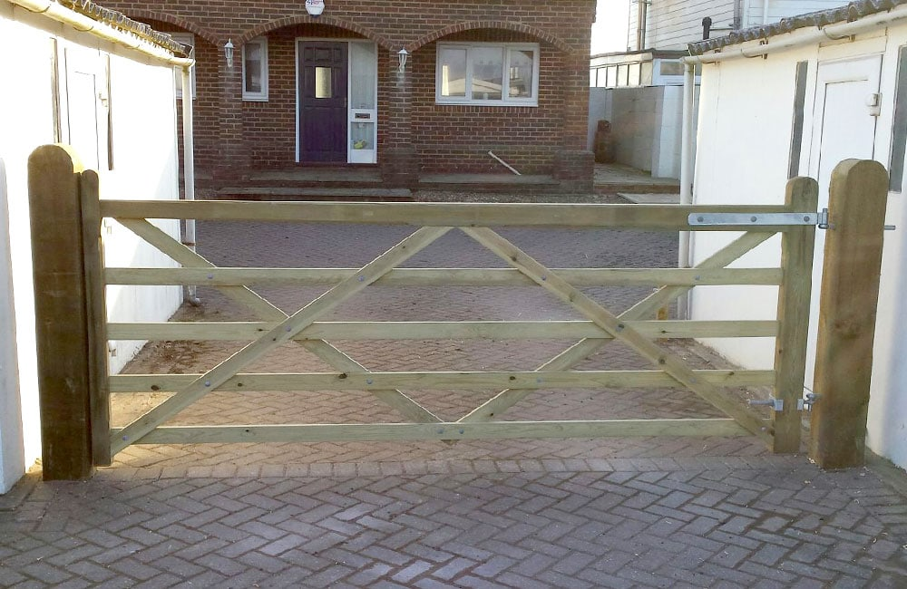 five-bar-premier-gate-1