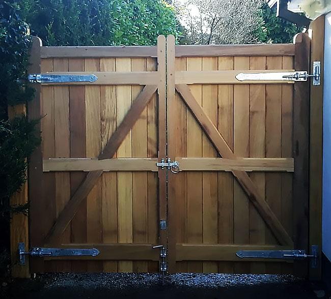 heavy-frame-gates-kent