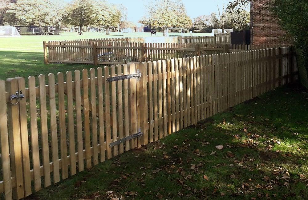 round-top-palisade-fencing-2