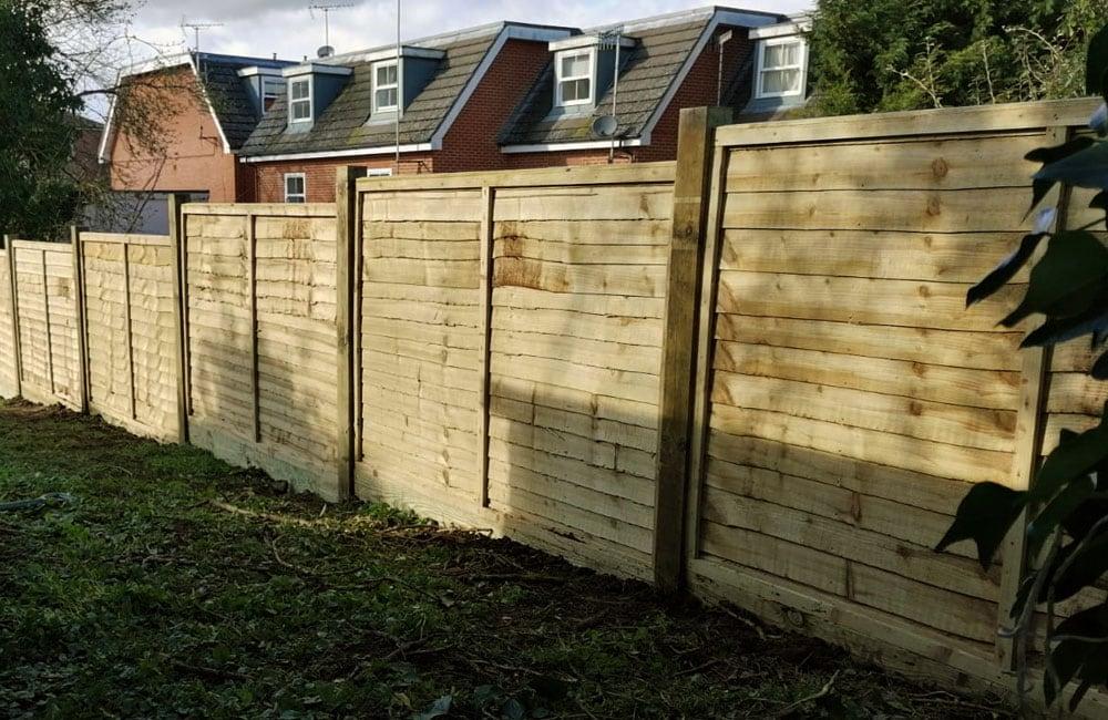 waney-edge-panels-fencing-1
