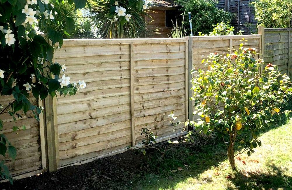 waney-edge-panels-fencing-3