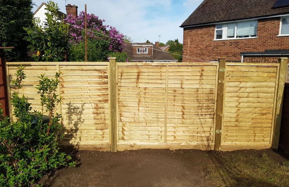 waney-edge-panels-fencing-4