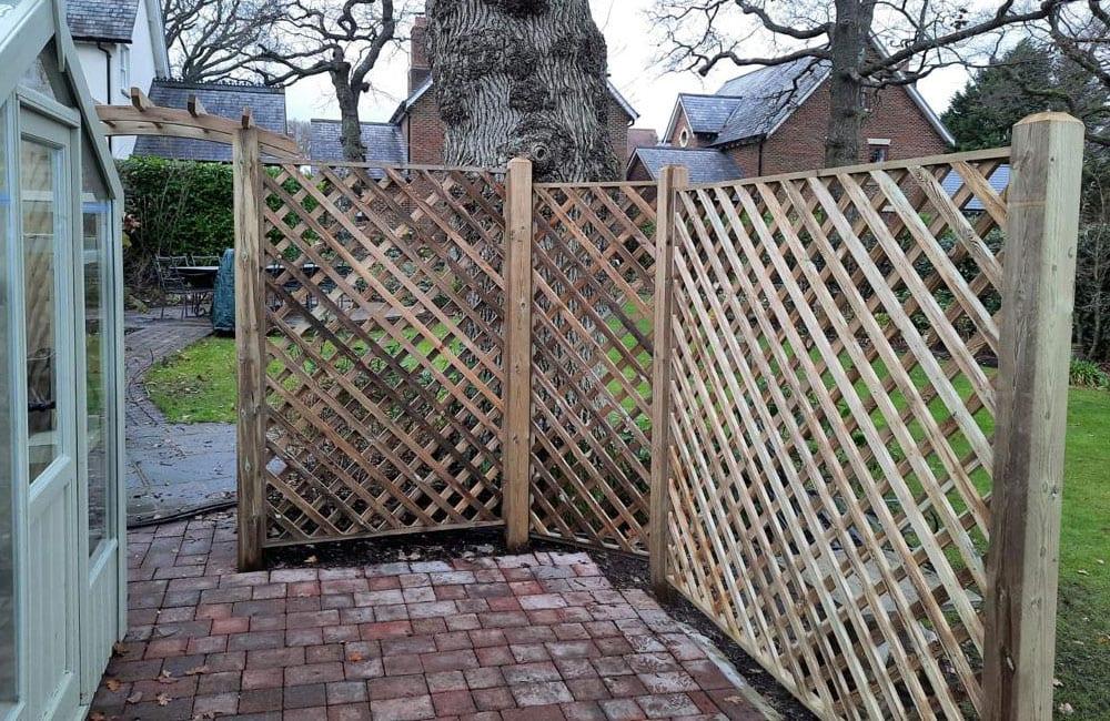 heavy-framed-diamond-hole-trellis-panels-3