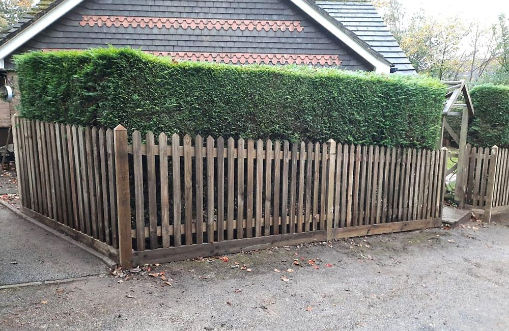 pointed-top-palisade-fencing-3