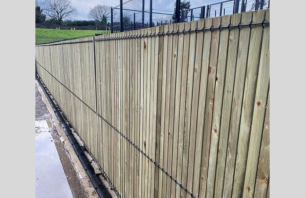 single-wire-crimp-mesh-timber-infill-3