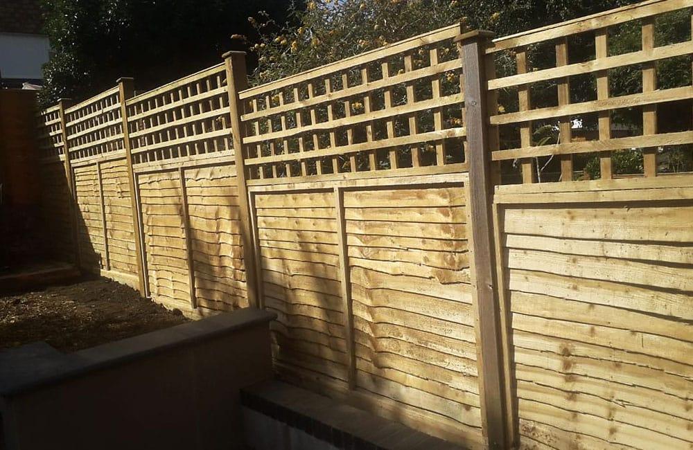 waney-edge-panels-with-square-hole-trellis