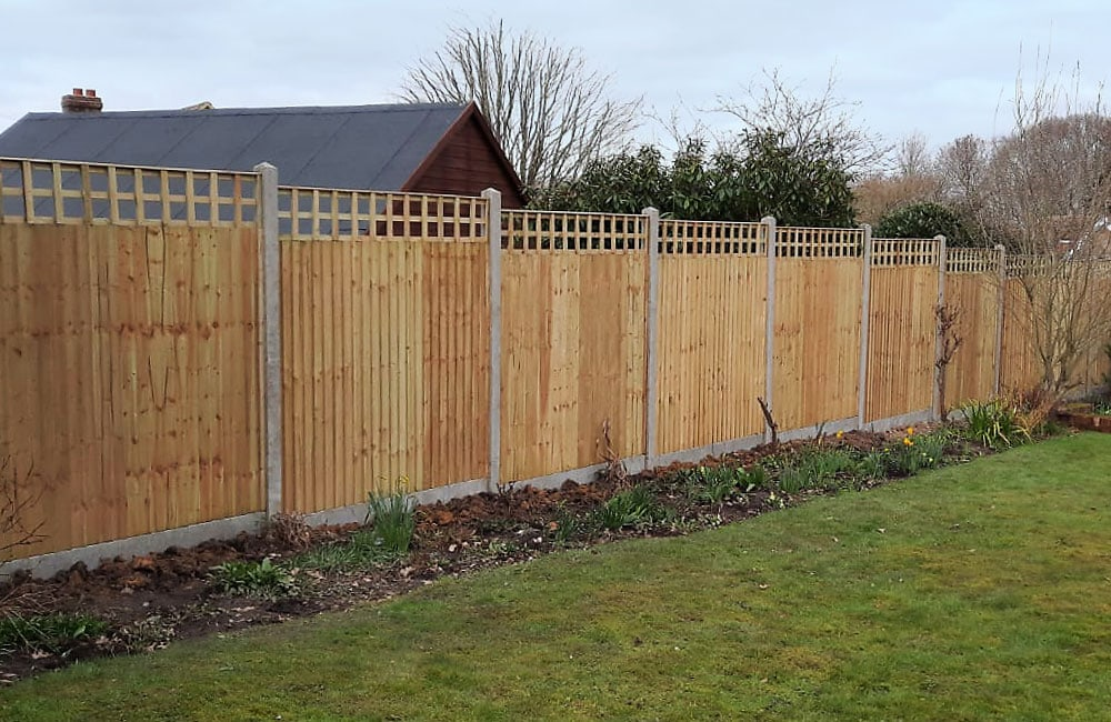 closeboard-fencing-on-concrete-posts-and-gravel-5