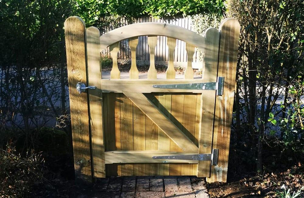 standard-frame-windsor-gate-3